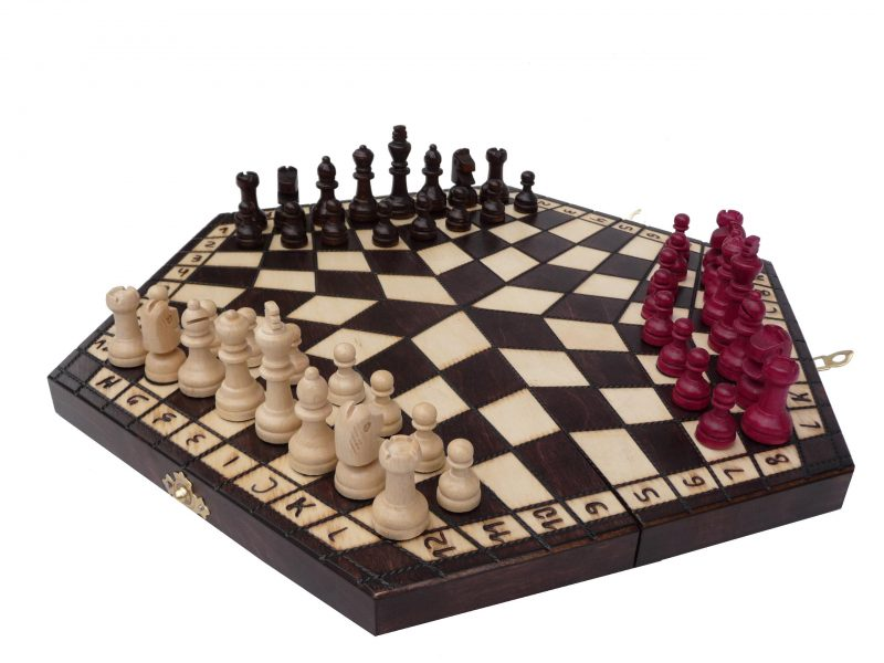 THE MEDIUM THREE PLAYER CHESS