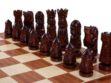 CASTLE CHESS SET (L)