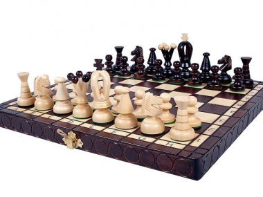KING'S CHESS SET(S)