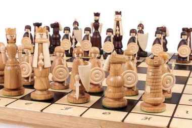 "MAGNAT ""PLAYMOBIL"" CHESS SET"