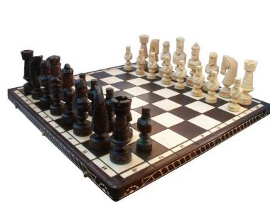 LARGE ROMAN CESAR CHESS SET