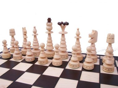 LARGE CHRISTMAS TREE CHESS SET