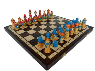 BLUE/RED BABUSHKA CHESS SET