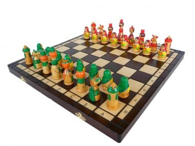 GREEN/RED BABUSHKA CHESS SET