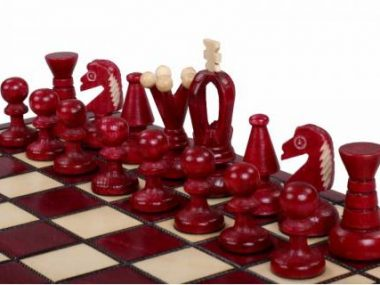 KING'S CHESS SET(S) RED